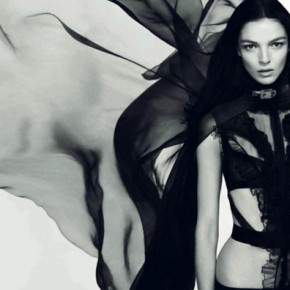 Parfumul unei flori imaginare: Dahlia Noir de la Givenchy
