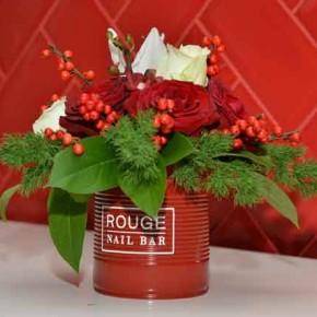 Cum să îmbini utilul cu plăcutul: Rouge Nail Bar