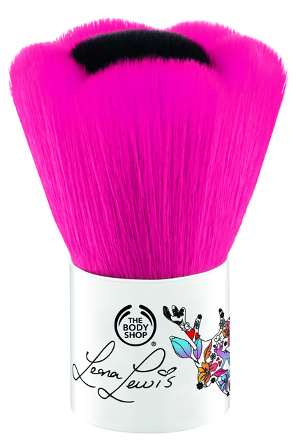 Leona Lewis Blusher Brush2_INCFBPJ010